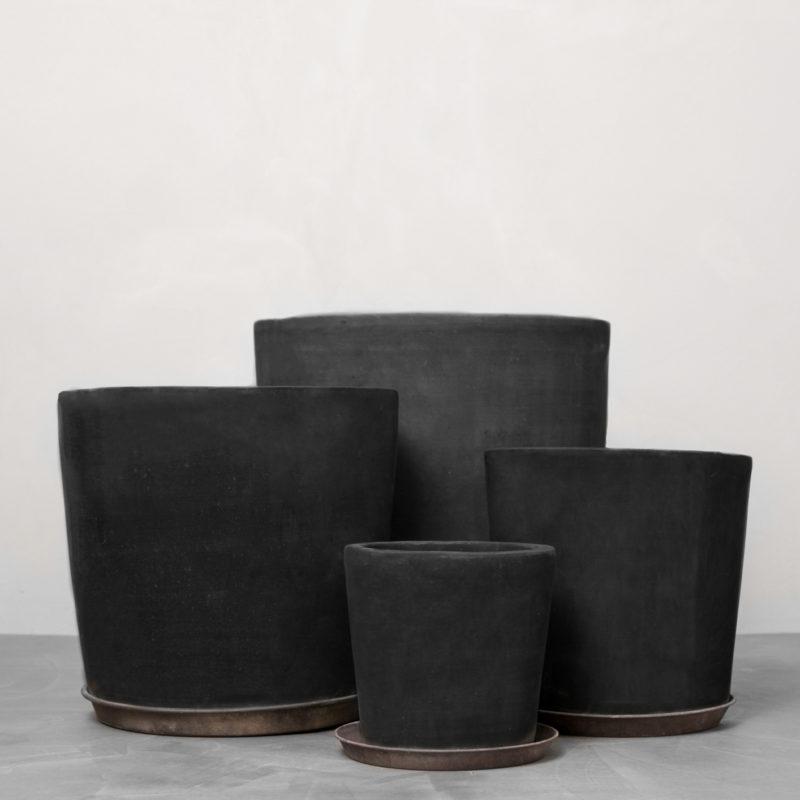 Mørke lerkrukker fra Greenify